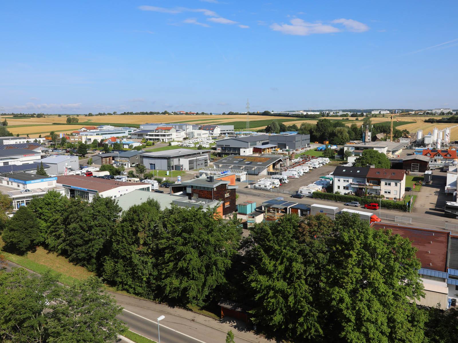 Blick von oben auf das Gewerbegebiet lLchental