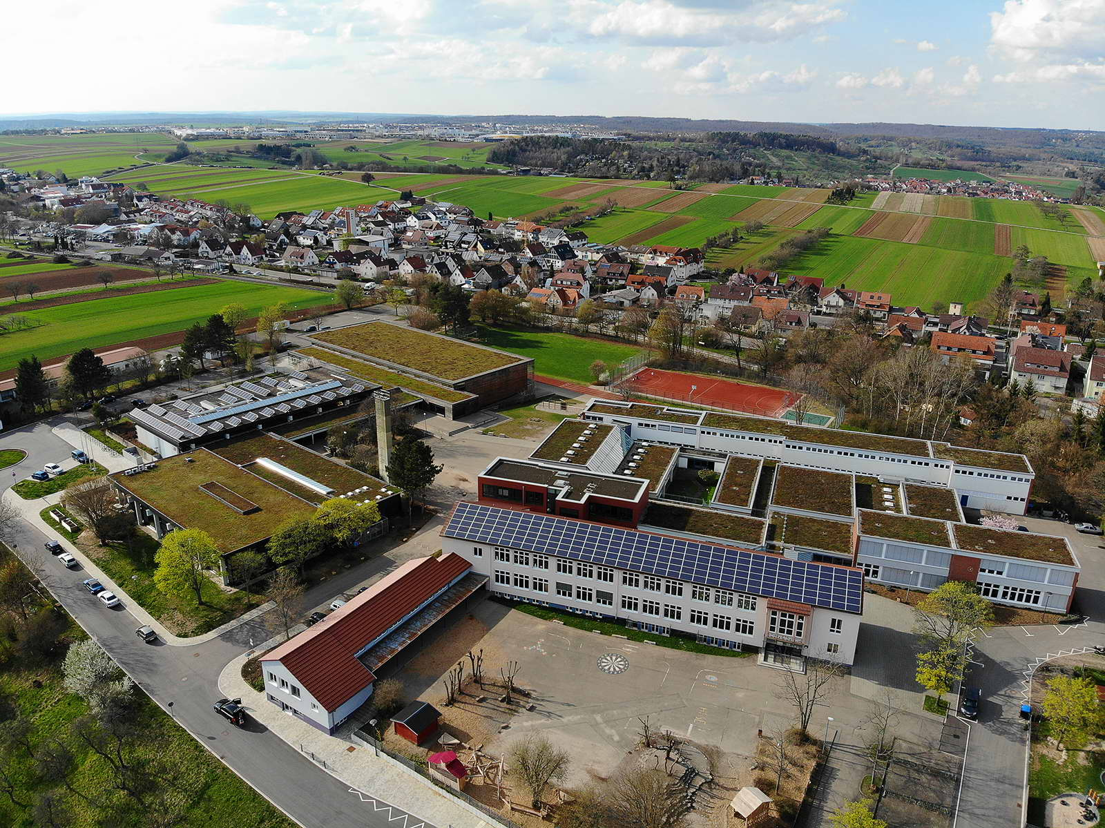Luftbild von Gemeinschaftsschule, Hort an der Schule und Hallenbad