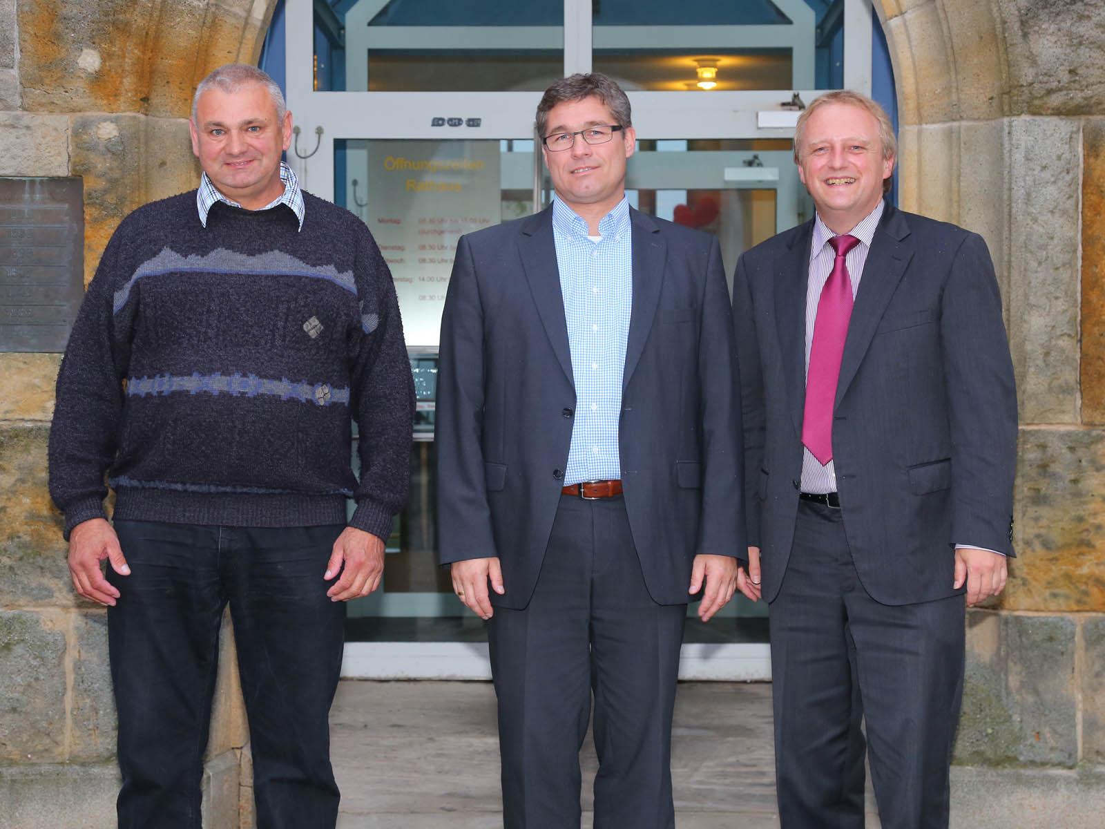 Bürgermeister Lahl und seine Stellvertreter Wolfgang Brennenstuhl (links) und Klaus Finger (Mitte)