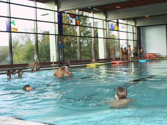 Schwimmer im Hallenbad