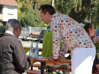 Timo Marc verzauberte die Gäste mit seinen Kartenzauberstückchen